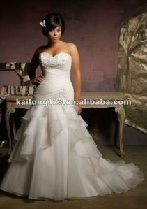Empire dresses are very romantic. They are fitted in the waist to show off your curves, but also remain traditional with a flared skirt.