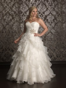 romantic-organza-sweetheart-court-train-ball-gown-plus-size-wedding-gown-with-ruffles_2013060537